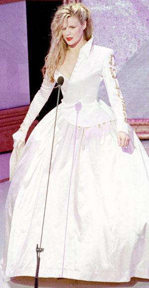 Kim Basinger, 1990 Oscars
