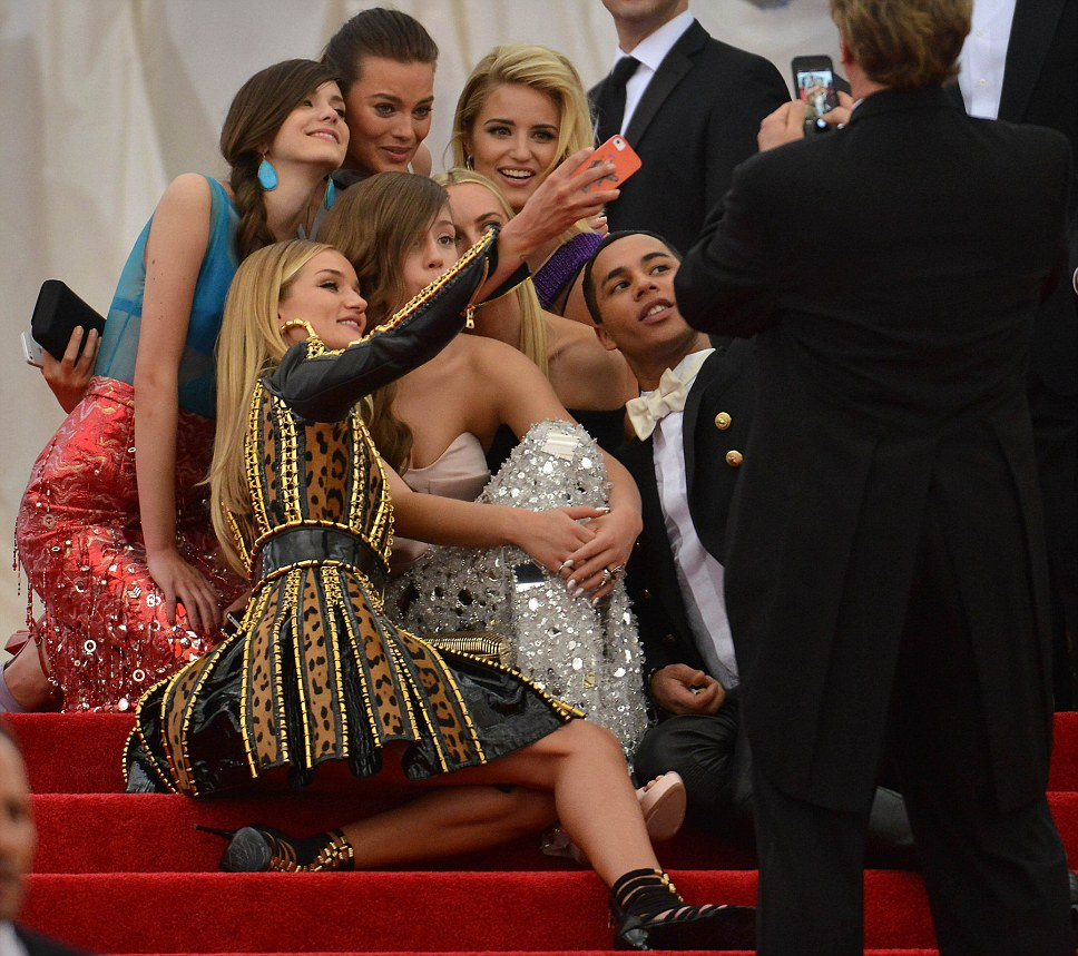 ROSIE HUNTINGTON WHITELEYWITH A MISTERY MALE FRIEND AT THE MET GALA 2014