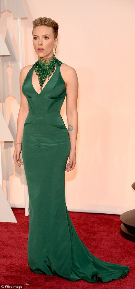 25F7E7C300000578-2964465-Scarlett_Johansson_turned_up_in_head_to_toe_green_in_Atelier_Ver-m-80_1424687338063